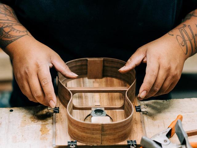 画像: コアロハウクレレは、いまもひとつひとつ手作りでつくられています