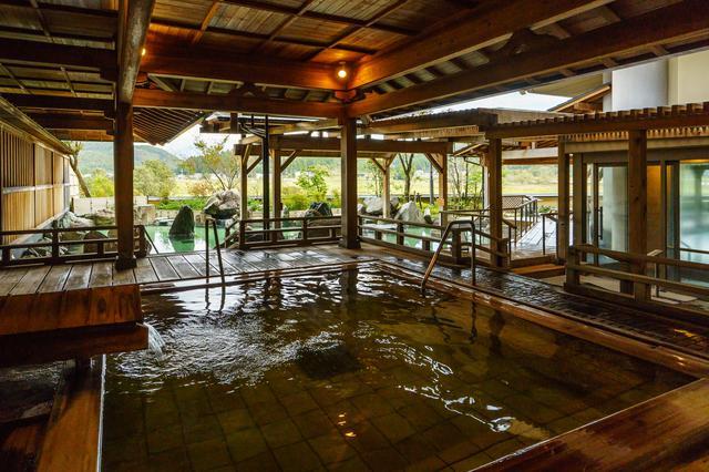 画像: 温泉大浴場