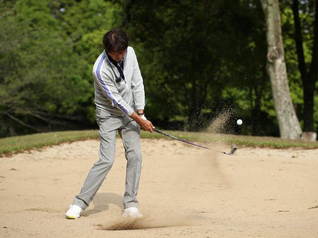 画像: ヘッドを走らせボールを上げてくれる「しなり戻り」。本当に楽にボールが上がります
