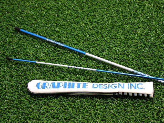 画像: 鮮やかなブルーに、グラファイトデザインならではのデザイン。 ゴルフダイジェスト特別色のアライメントスティック「GDスティック」