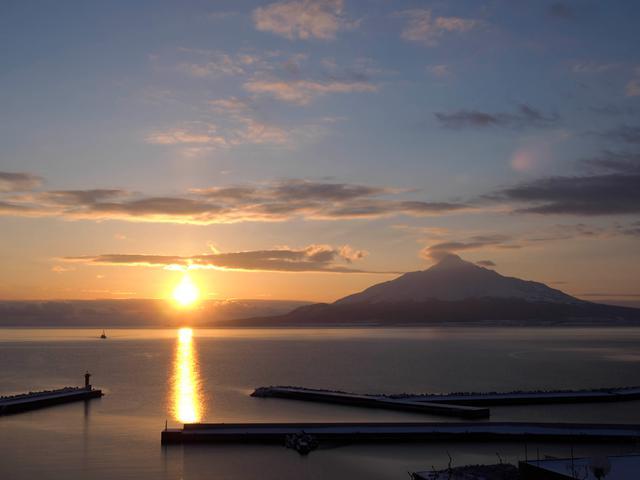 画像: 礼文島から見た利尻山
