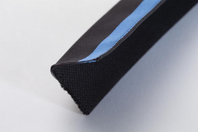 画像: 幅広のゴムを2つ折りにして使用。しっかりしたホールド感とストレスフリーな着心地
