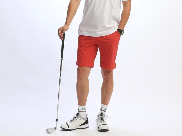 画像: ゴルフ仕様のエラスティックパンツ(カラー:レッド) ※176cm・68kg・サイズ48を着用