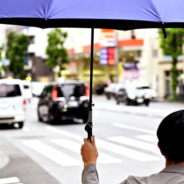 画像: 【雨の日が待ち遠しいぞ!】グリップ矯正アンブレラ|ゴルフダイジェスト公式通販サイト「ゴルフポケット」