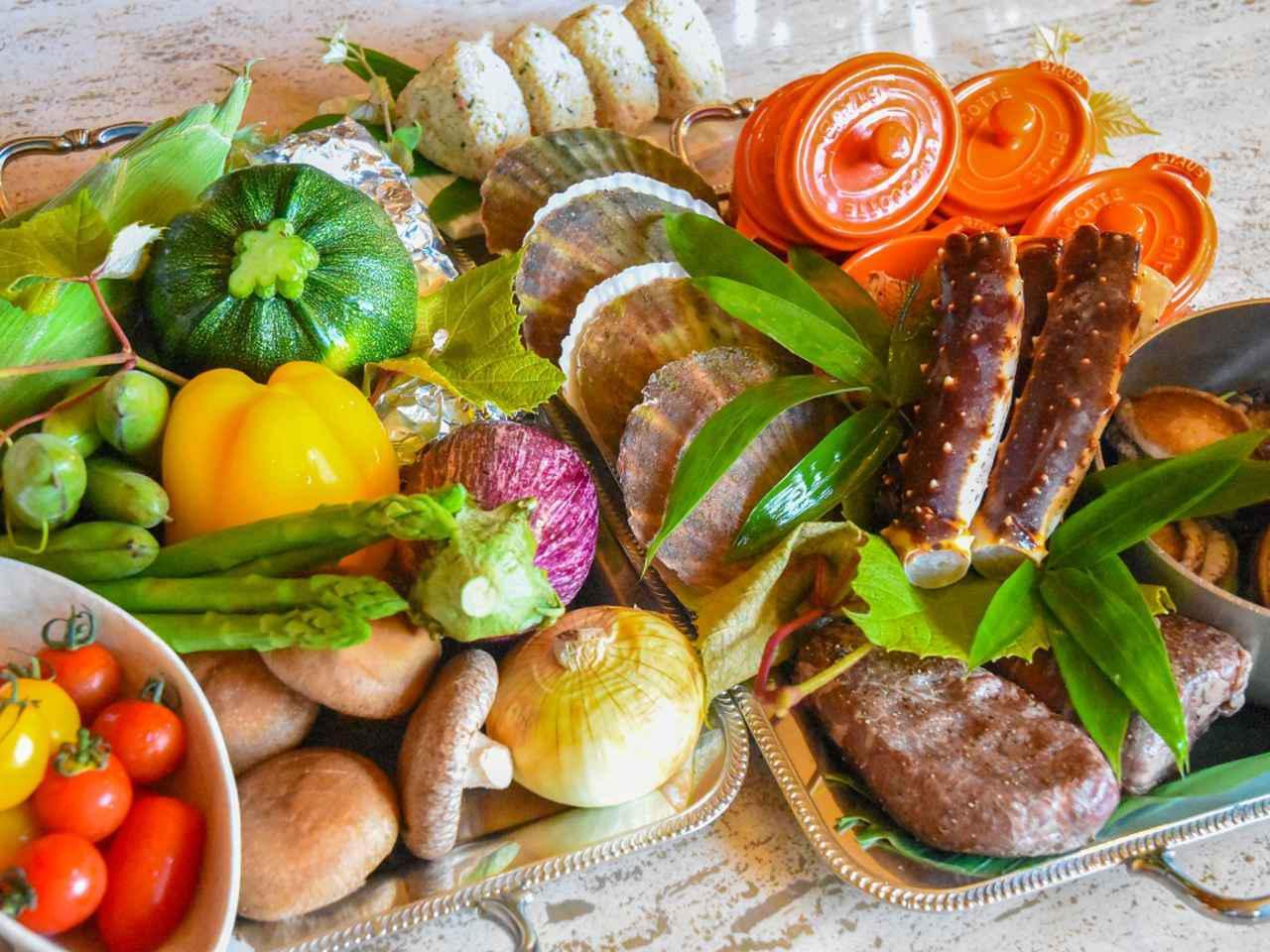 画像: 道産和牛や蝦夷アワビ、タラバガニなど、 北海道ならではの豪華食材がずらり