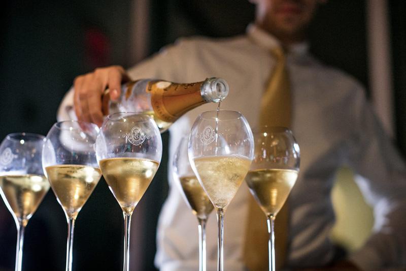 画像2: 「30周年BBQプラン」利用者には、 N.V.ルイ・ロデレール ブリュット・プルミエの シャンパンボトル1本プレゼント