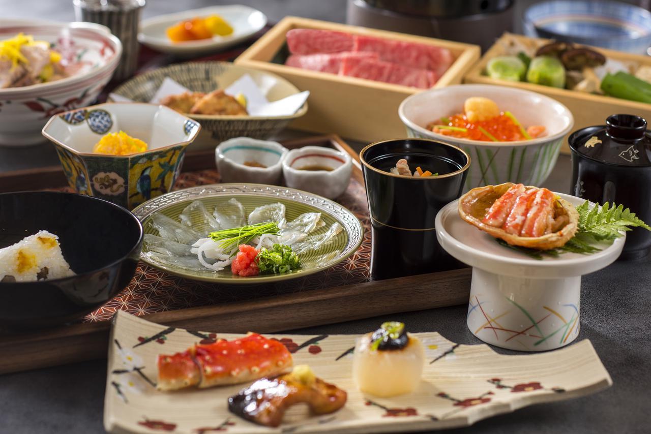 画像: 半個室でいただく夕食は、四季折々の旬を五感で愉しめる。