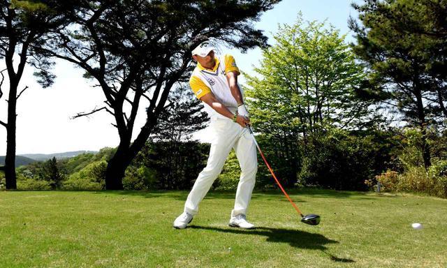 画像: 【飛ばし】あと20ヤード! 飛距離アップ達人 南出仁寛プロに聞く。「トップから椅子に座るつもりで振り下ろす」 - ゴルフへ行こうWEB by ゴルフダイジェスト