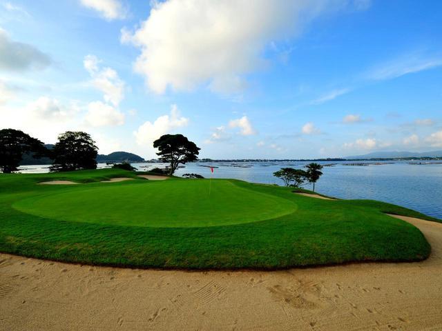 画像: ベントの1グリーン、海が近い。2番から7番まで海岸線に沿って進む