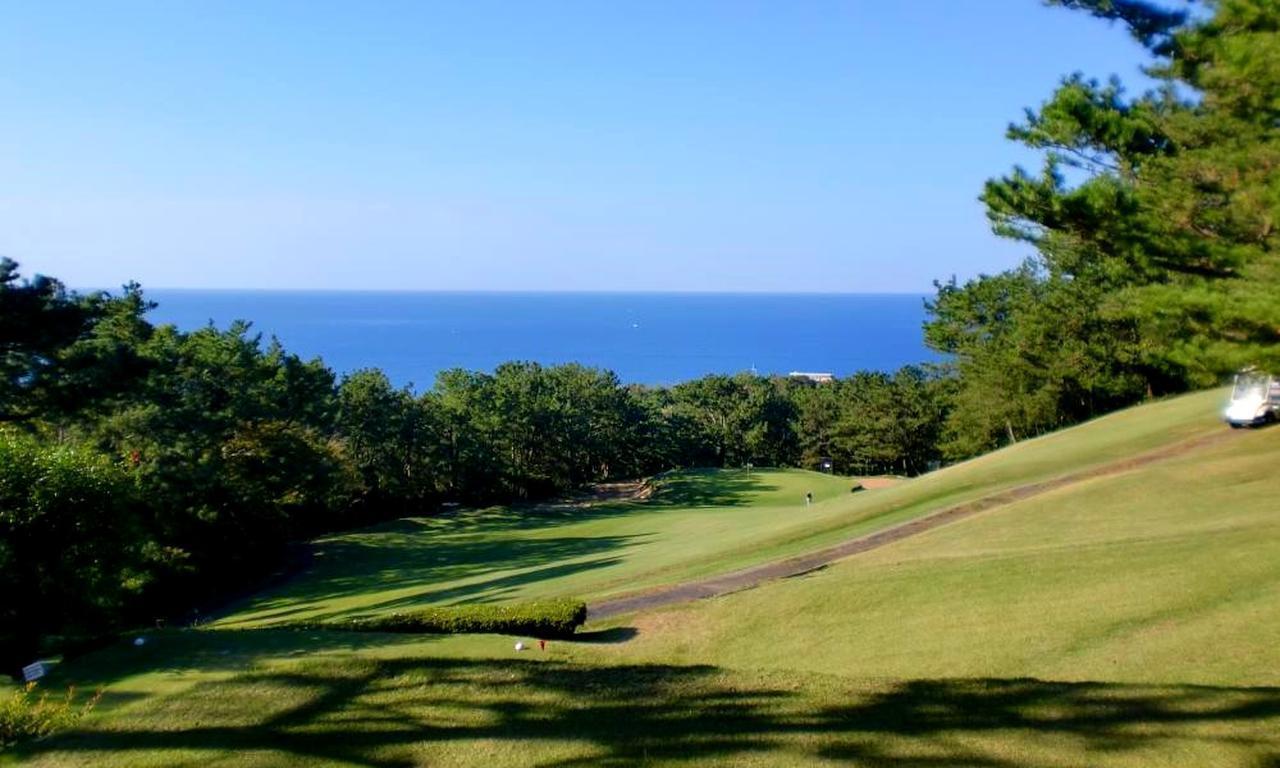 画像: 白浜ゴルフ倶楽部の海が見えるホールは絶景