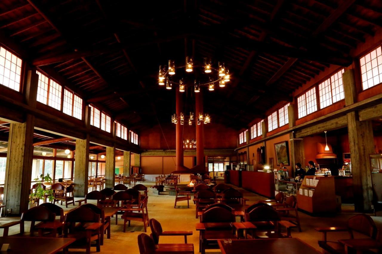 画像: 門司ゴルフ倶楽部 アンティークなレストラン