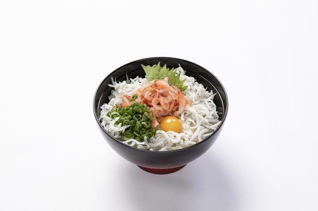 画像: ご当地逸品料理は潮の香りが食欲をそそる「釜揚げシラスと桜海老丼」