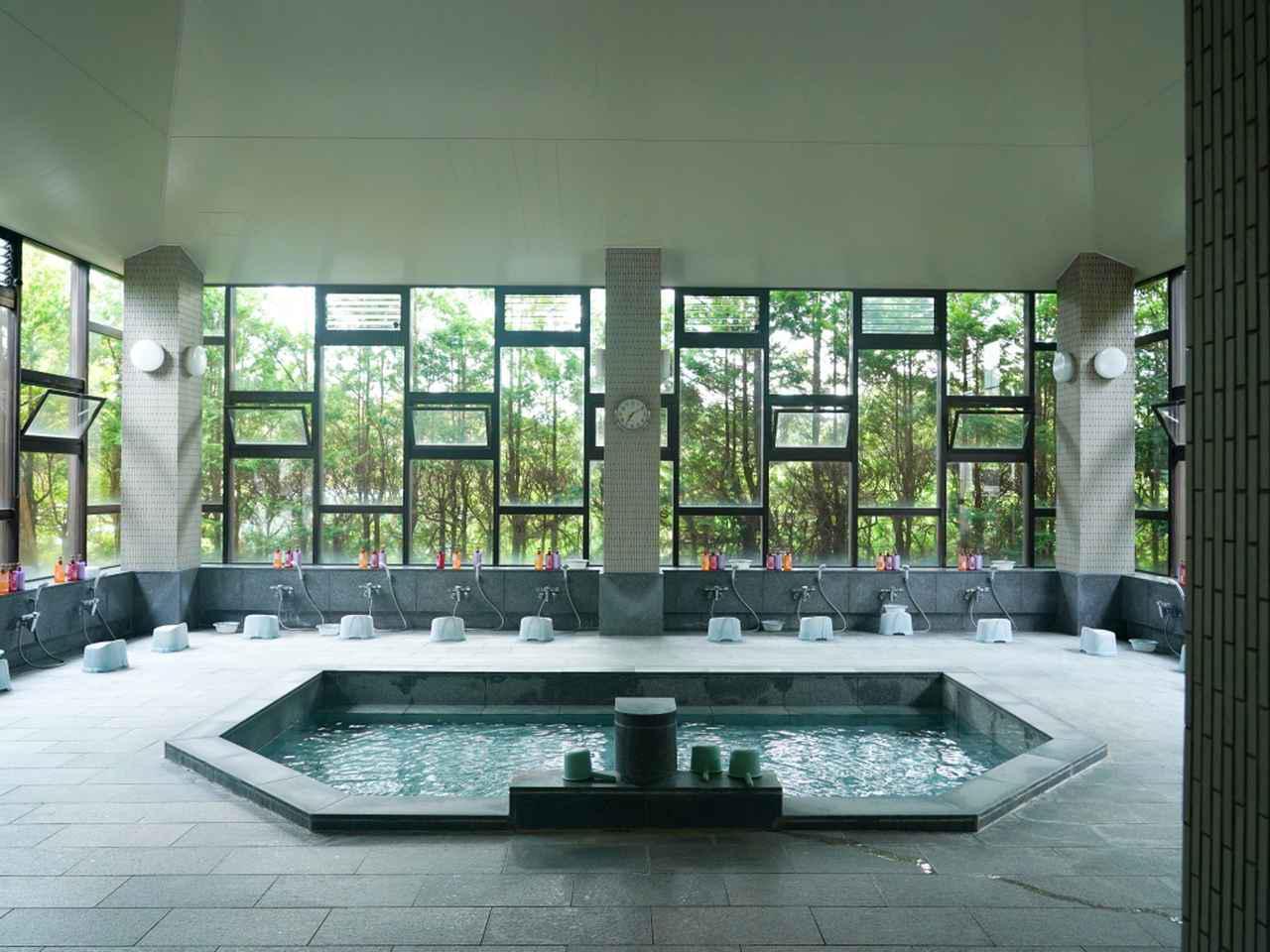 画像: 開放感のある大浴場(男性用)