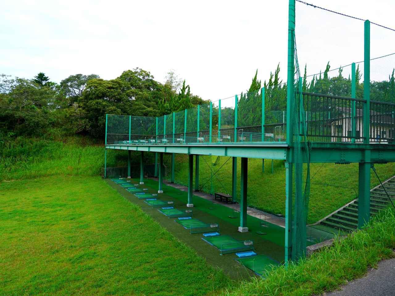 画像: 珍しい2階建ての練習場。1階・2階ともに10打席ずつの合計20打席