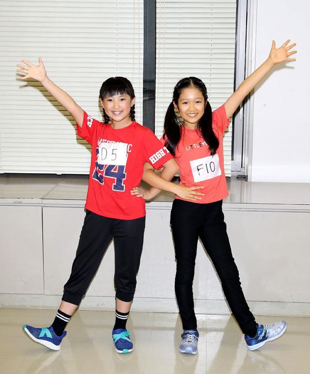 画像: ▲アニー役に決まった岡菜々子(左)と山﨑玲奈