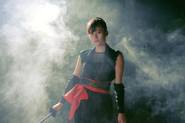 画像2: 小倉優香/初めて挑んだ本格アクションの成果を観てほしい。初主演作『レッド・ブレイド』12/15より公開