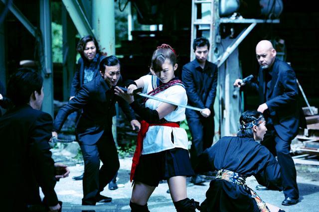 画像6: 小倉優香/初めて挑んだ本格アクションの成果を観てほしい。初主演作『レッド・ブレイド』12/15より公開
