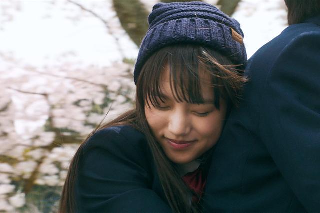 画像1: 清原果耶/1/25公開の映画「愛唄-約束のナクヒト-」で難役・凪を見事に演じきった清原のコメント解禁。「私も彼女のように生きていきたいと思った!」