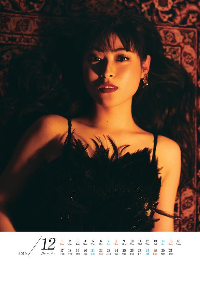 画像2: 現在放送中のテレビ朝日系 木曜ミステリー「刑事ゼロ」にヒロイン役で出演中の瀧本美織、女優デビュー10周年を記念したオフィシャルカレンダーを発売。3/23にはイベントも開催
