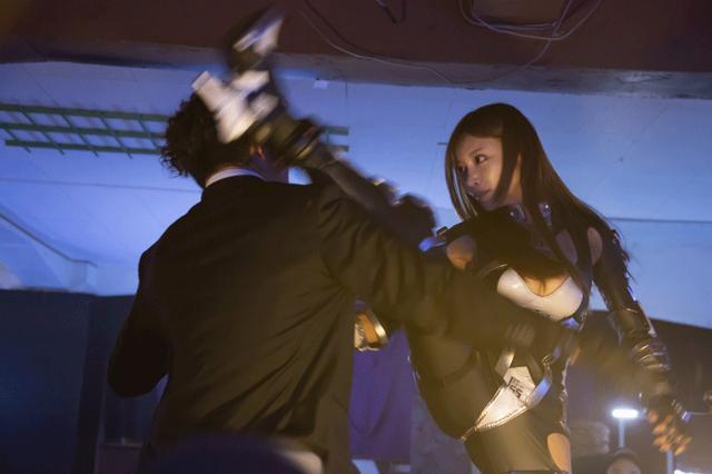 画像3: 明日花キララ/主演シリーズの最終作「アイアンガールFINAL WARS」が2/16に待望の公開。「役と一緒に成長できた、自分にとって一番思い入れのある作品になりました」