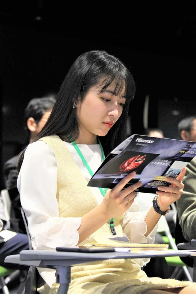 画像2: 準ミス東大、準ミス成城の現役女子大生が、ハイセンス社新商品発表会でテレビをおねだり