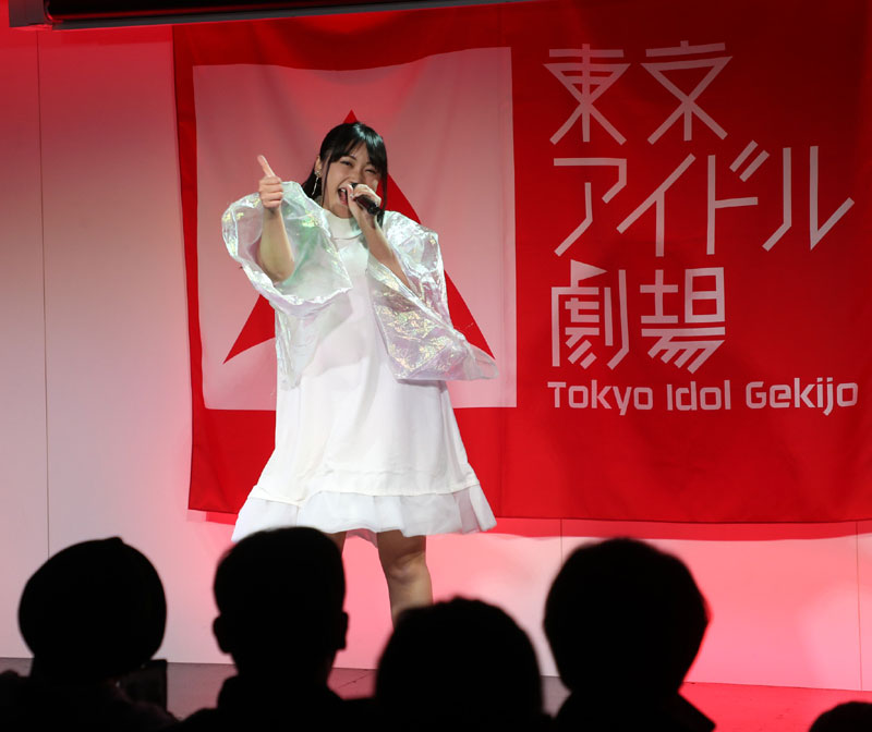 Images : 14番目の画像 - 「ミライスカート/東京アイドル劇場で新曲「旅行の友」を初披露! なのに、完璧なコール&旅行の友ふりかけを手に声援を送るファンの姿に、児島は思わず笑顔に」のアルバム - Stereo Sound ONLINE