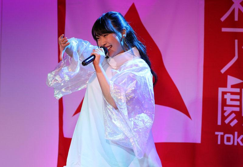 Images : 8番目の画像 - 「ミライスカート/東京アイドル劇場で新曲「旅行の友」を初披露! なのに、完璧なコール&旅行の友ふりかけを手に声援を送るファンの姿に、児島は思わず笑顔に」のアルバム - Stereo Sound ONLINE