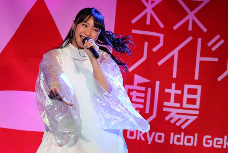 Images : 7番目の画像 - 「ミライスカート/東京アイドル劇場で新曲「旅行の友」を初披露! なのに、完璧なコール&旅行の友ふりかけを手に声援を送るファンの姿に、児島は思わず笑顔に」のアルバム - Stereo Sound ONLINE