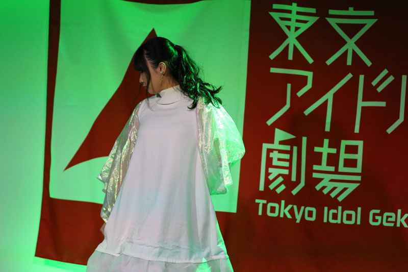 Images : 1番目の画像 - 「ミライスカート/東京アイドル劇場で新曲「旅行の友」を初披露! なのに、完璧なコール&旅行の友ふりかけを手に声援を送るファンの姿に、児島は思わず笑顔に」のアルバム - Stereo Sound ONLINE