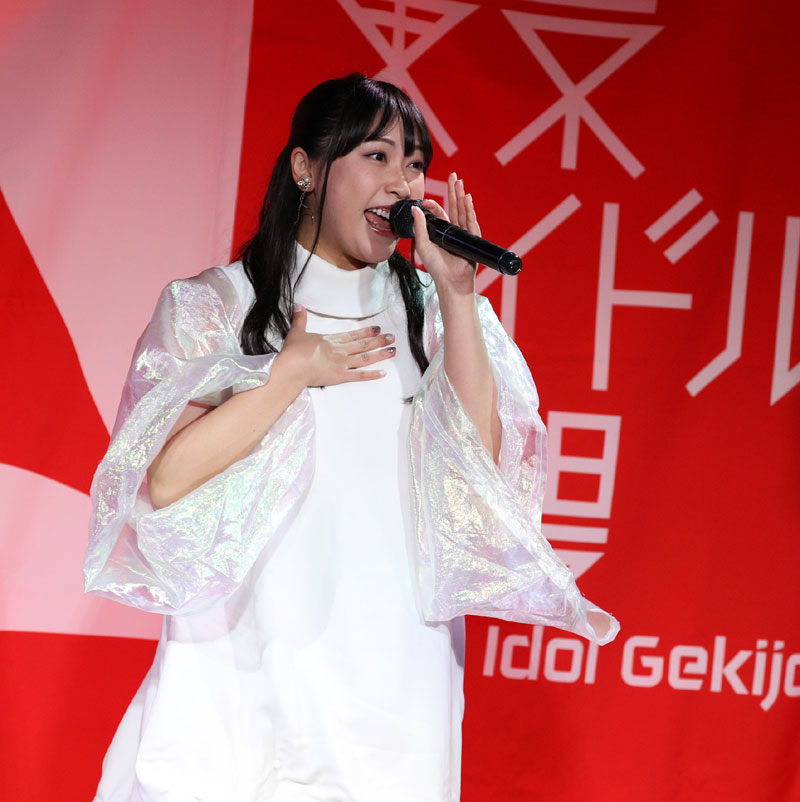 Images : 11番目の画像 - 「ミライスカート/東京アイドル劇場で新曲「旅行の友」を初披露! なのに、完璧なコール&旅行の友ふりかけを手に声援を送るファンの姿に、児島は思わず笑顔に」のアルバム - Stereo Sound ONLINE
