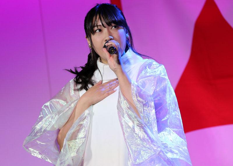 Images : 6番目の画像 - 「ミライスカート/東京アイドル劇場で新曲「旅行の友」を初披露! なのに、完璧なコール&旅行の友ふりかけを手に声援を送るファンの姿に、児島は思わず笑顔に」のアルバム - Stereo Sound ONLINE