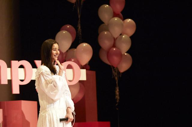 画像2: 新木優子/初開催のファンイベントに3000人が集結。待望のコール&レスポンス実演に「泣きそう」。また、第4弾カレンダーは「大人っぽく、上品な仕上がりを目指しました!」