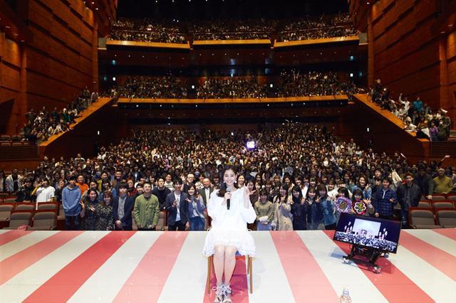画像4: 新木優子/初開催のファンイベントに3000人が集結。待望のコール&レスポンス実演に「泣きそう」。また、第4弾カレンダーは「大人っぽく、上品な仕上がりを目指しました!」