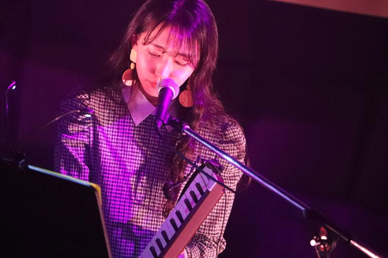 Images : 10番目の画像 - 「WHY@DOLL/浦谷はるなが誕生日当日にバースデーライヴを開催。ピアノだけをバックに、ヴォーカリストしての進境を示す」のアルバム - Stereo Sound ONLINE