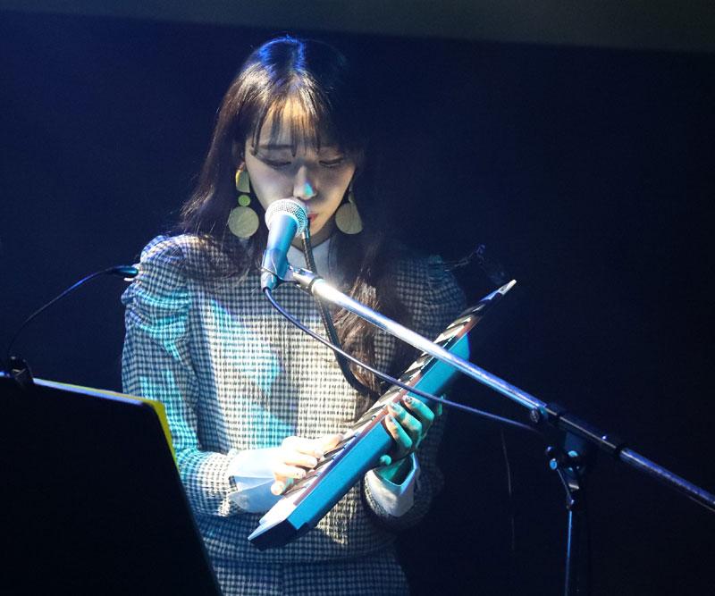 Images : 6番目の画像 - 「WHY@DOLL/浦谷はるなが誕生日当日にバースデーライヴを開催。ピアノだけをバックに、ヴォーカリストしての進境を示す」のアルバム - Stereo Sound ONLINE