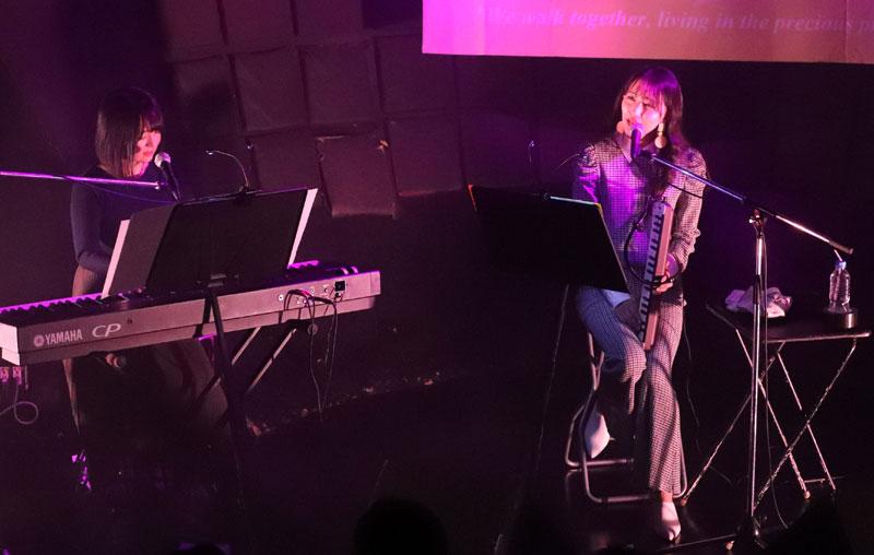 画像1: WHY@DOLL/浦谷はるなが誕生日当日にバースデーライヴを開催。ピアノだけをバックに、ヴォーカリストしての進境を示す