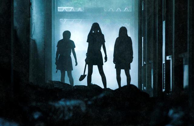画像2: 「わたしたちはここにいます」 累計250 万部突破の衝撃原作を『呪怨』×『リアル鬼ごっこ』禁断のタッグが実写化した「がっこうぐらし!」のブルーレイ&DVDが7/3にリリース決定