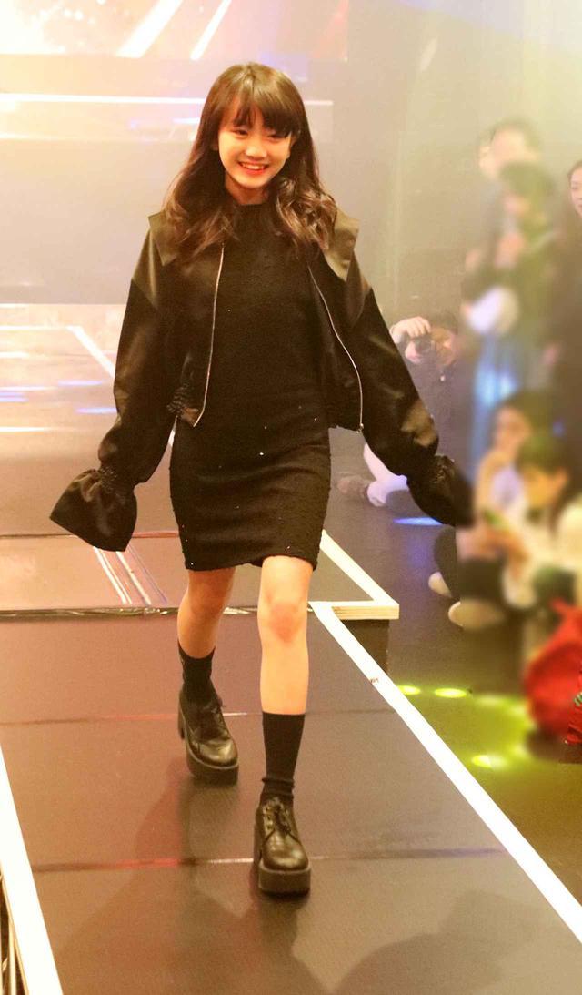 画像2: 村田万葉/渋谷で開催されたファッションショーに参加! シックなドレスでランウェイを優雅に闊歩
