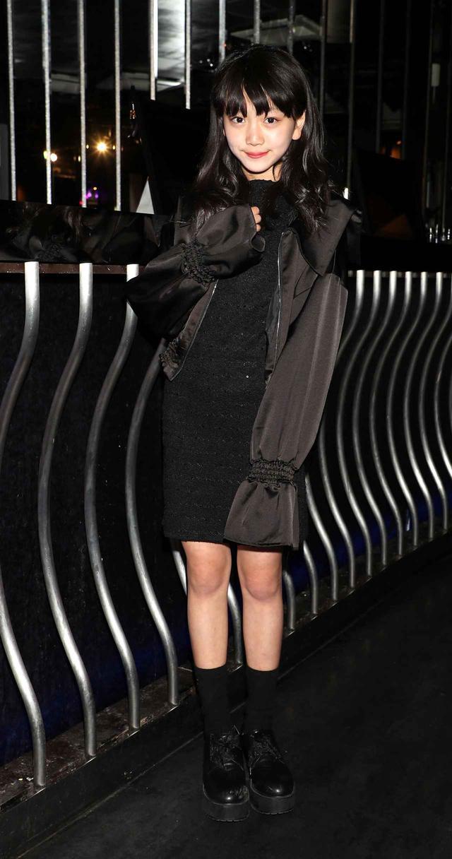 画像1: 村田万葉/渋谷で開催されたファッションショーに参加! シックなドレスでランウェイを優雅に闊歩