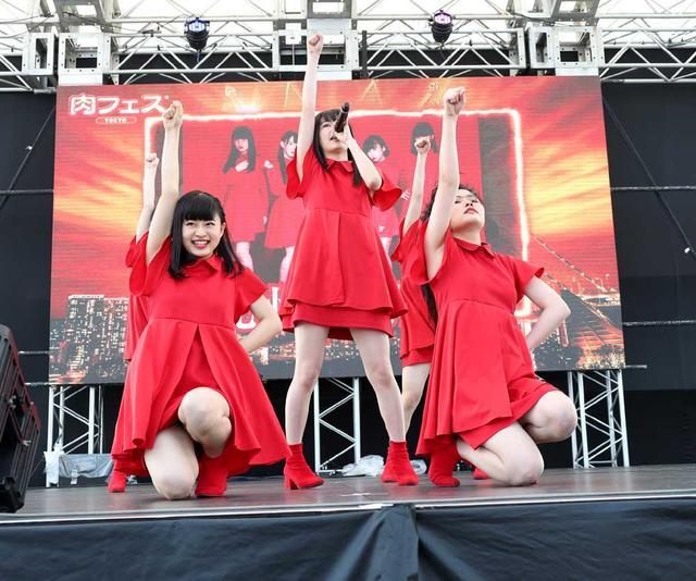 画像1: 九州女子翼/お台場に響き渡る咆哮。肉フェスステージで渾身のパフォーマンスを披露