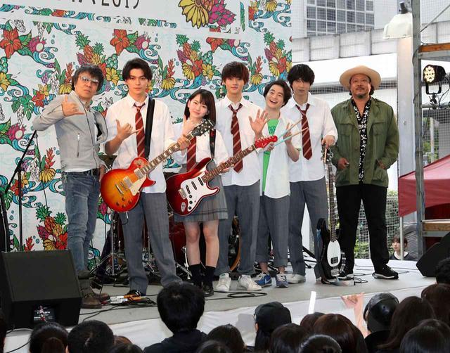 画像1: 佐野勇斗、山田杏奈/映画「小さな恋のうた」とはいさいFESTAがコラボして、メインキャスト5名が揃った5ピースバンドの生演奏を初披露