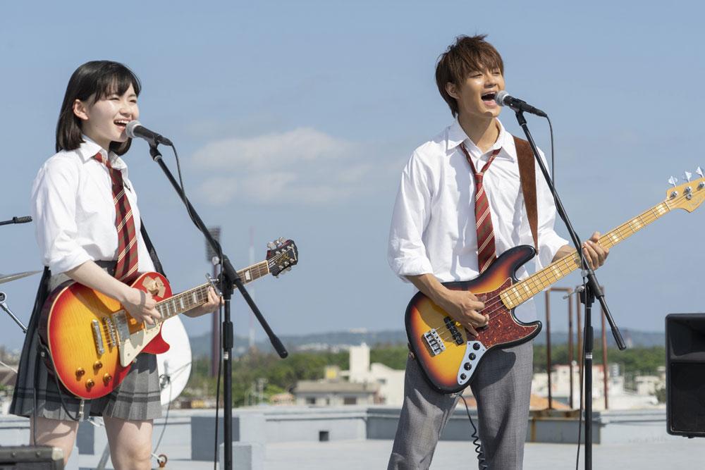 画像3: 山田杏奈/バンドの紅一点として見事な演奏&歌唱を披露。役者としても新たな一面を発揮した注目作「小さな恋のうた」が、いよいよ5/24に公開