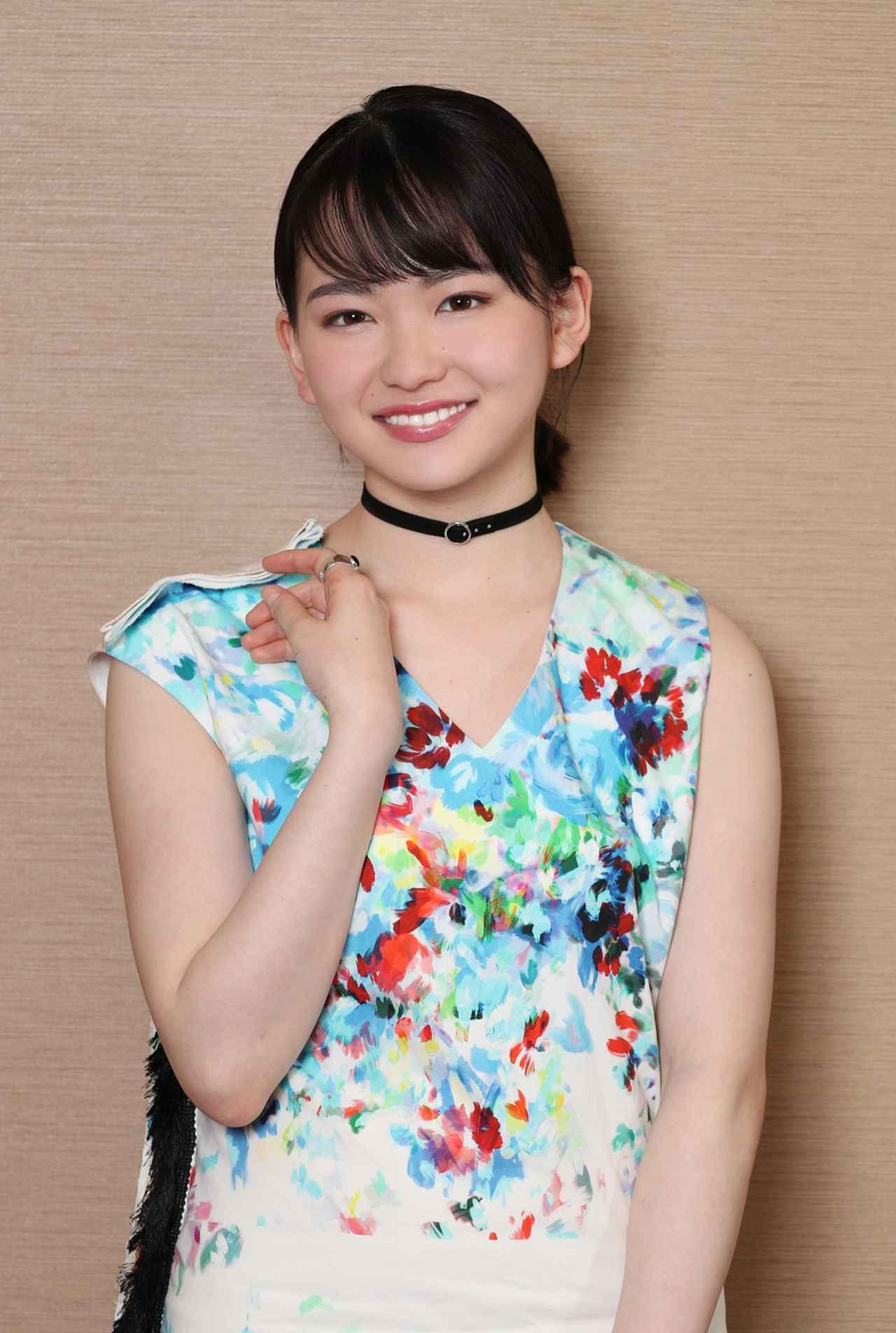 画像2: 山田杏奈/バンドの紅一点として見事な演奏&歌唱を披露。役者としても新たな一面を発揮した注目作「小さな恋のうた」が、いよいよ5/24に公開