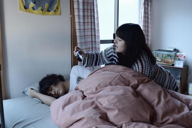 画像5: 「宇野愛海」主演作、「歩けない僕らは」がいよいよ11月23日より公開。「仕事に行き詰りながらも、しっかりと前を向いて患者と向き合う遥のかっこいい姿を見てほしい」