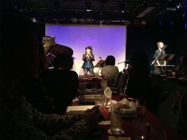 画像1: 「麻宮百」、土曜の昼下がりに六本木CLAPSでジャジーなステージを披露。11月27日には最新ミニアルバム「MoonLight」をリリース