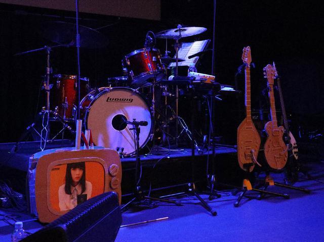 """画像1: 「SOLEIL(ソレイユ)」 あれ、何故か目から水が……。キュートなヴォーカル+60's ガールポップをとことん追求したサウンドで人気上昇途中にあったバンドがラスト・コンサートを開催、オーディエンスを""""永遠の魔法""""にかける"""