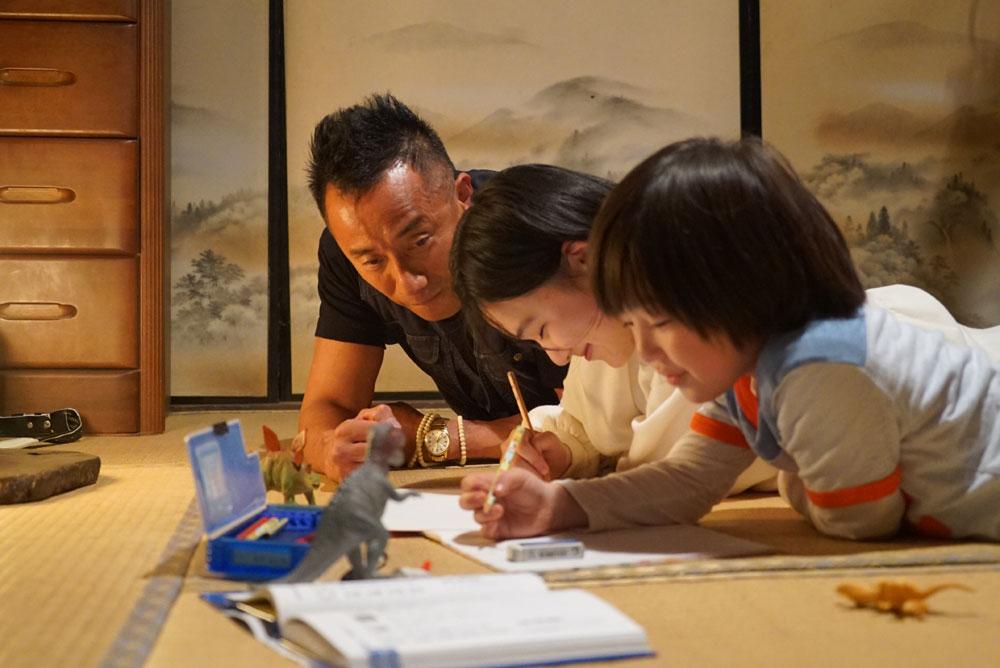 画像3: 「長渕剛」が20年ぶりに主演した映画『太陽の家』で、明るく、強く、パワフルな娘役を熱演した「山口まゆ」にインタビュー。「長渕さんに負けないぞって覚悟を決めて挑みました」