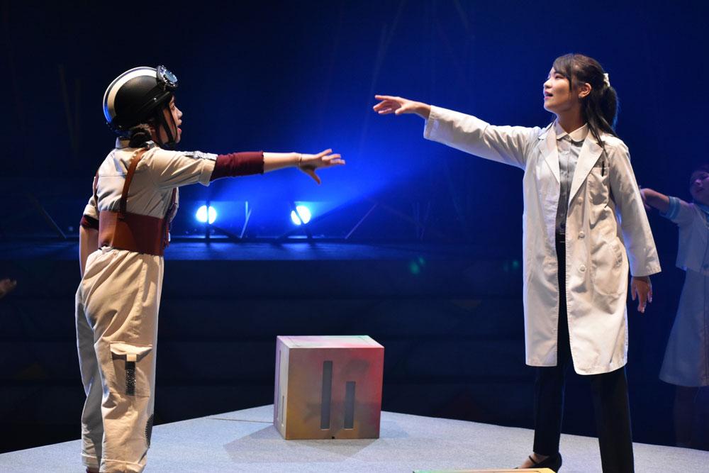 Images : 4番目の画像 - 「コロナ禍後初のアリスインプロジェクト名古屋公演『クォーツ・ゲート~裏庭には秘密が眠っている~』が、開幕」のアルバム - Stereo Sound ONLINE