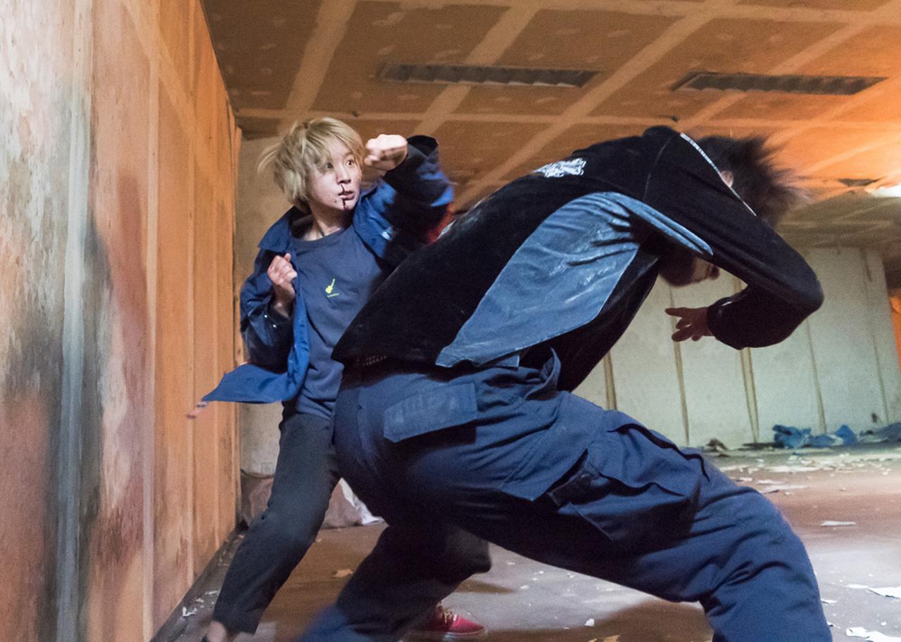 画像8: 「髙石あかり」&「伊澤彩織」がW主演のハードアクション作『ベイビーわるきゅーれ』。「2面性のギャップと、近接アクションを見てくださーい」