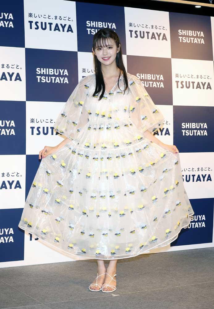 画像2: モデル・女優「鈴木ゆうか」のファースト写真集が完成。その出来栄えに「金メダルです」と大満足